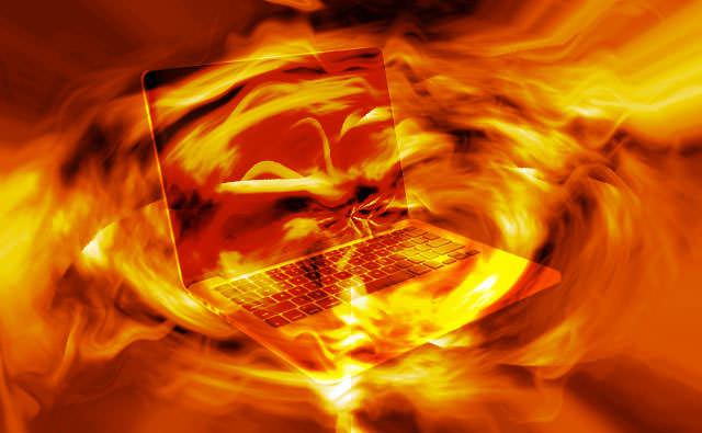 【故障かな?】ノートパソコンが熱いと感じた時の原因と対処法