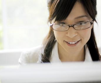 PCメガネのおすすめを厳選!目の疲れや頭痛を防ぐ必須アイテム