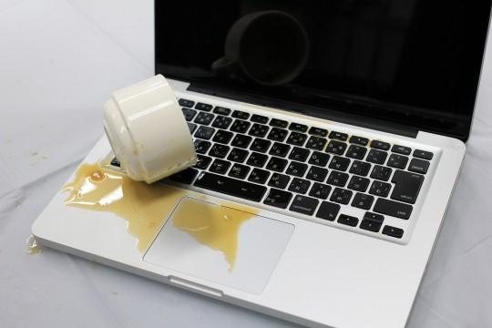 ノートパソコンにコーヒーこぼした!やらかした〜と嘆き終えたら