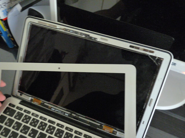 Macbookで液晶割れた!最速最短で交換する方法を伝授!