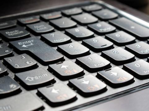 ノートパソコンでキーボードが反応しない時の原因&対処法とは