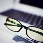 ブルーライトカットメガネに寿命は存在するのか科学的に検証